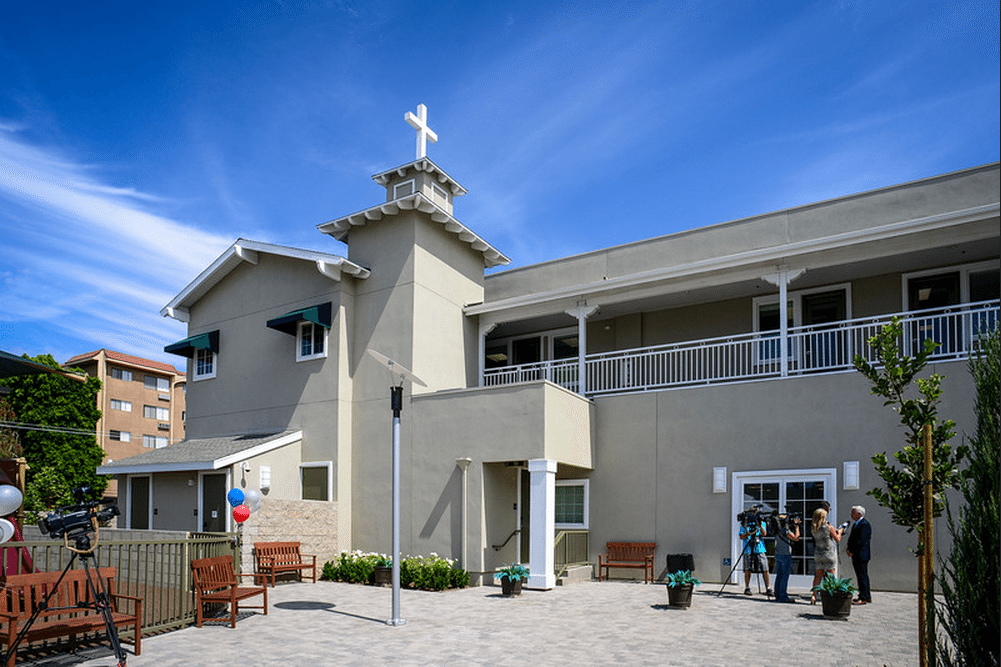Photos Home Again Shelter Opens in Northridge LA Daily News Media Center